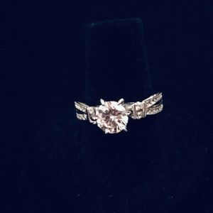 White Gold plated beautiful CZ ring, NWOT, Size 7